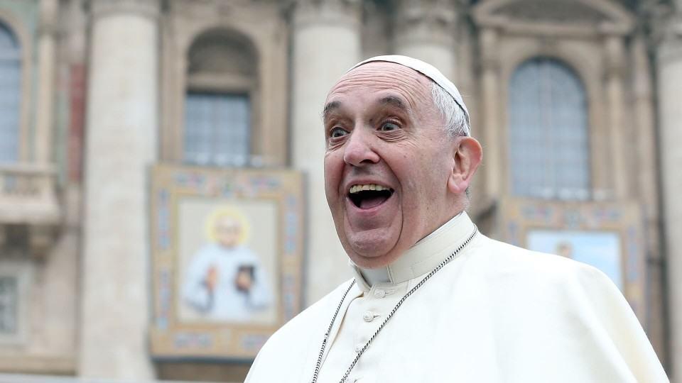 Se o Papa é pelo Telegram, quem será a favor do WhatsApp?