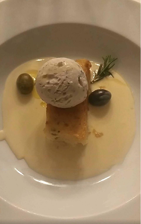 Sobremesa de oliva.