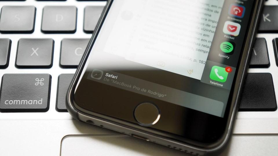 Handoff do Safari num iPhone 6s.