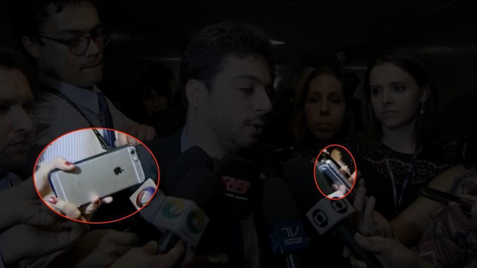 iPhones destacados em entrevista com deputado.