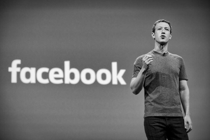 O que une pessoas comuns e empresas de mídia dentro do Facebook
