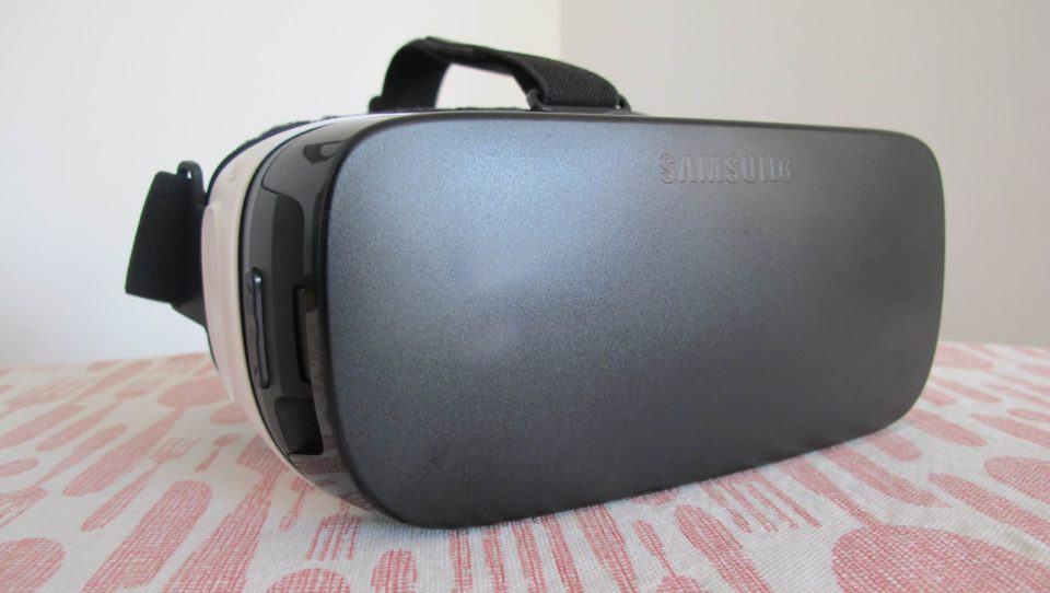 Gear VR com a tampa fechada.