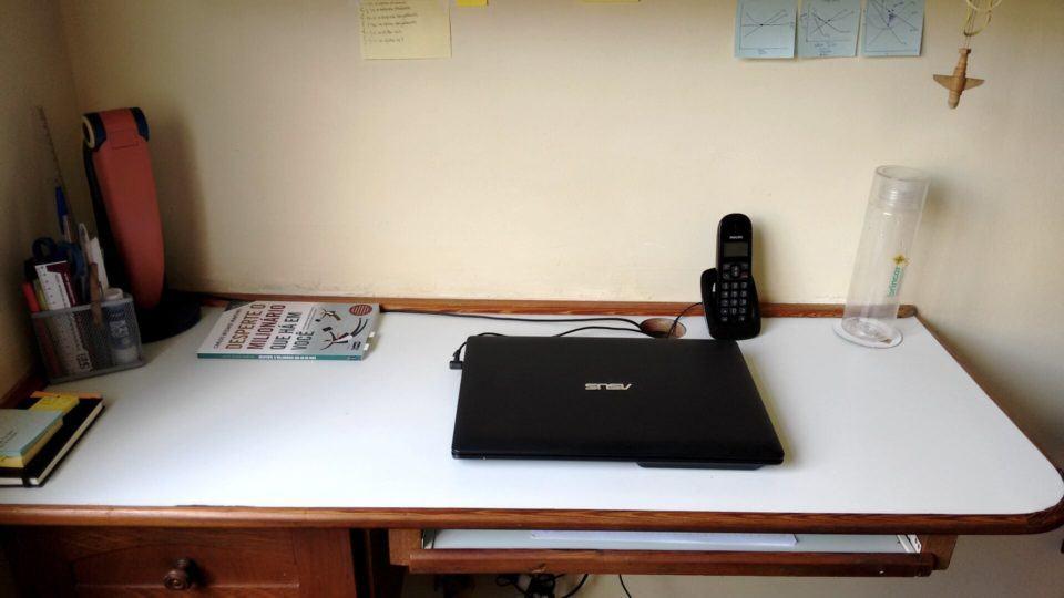 Mesa de trabalho do Leonardo Tuna.
