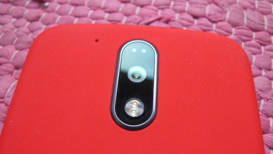 Detalhe da câmera do Moto G4 Plus.