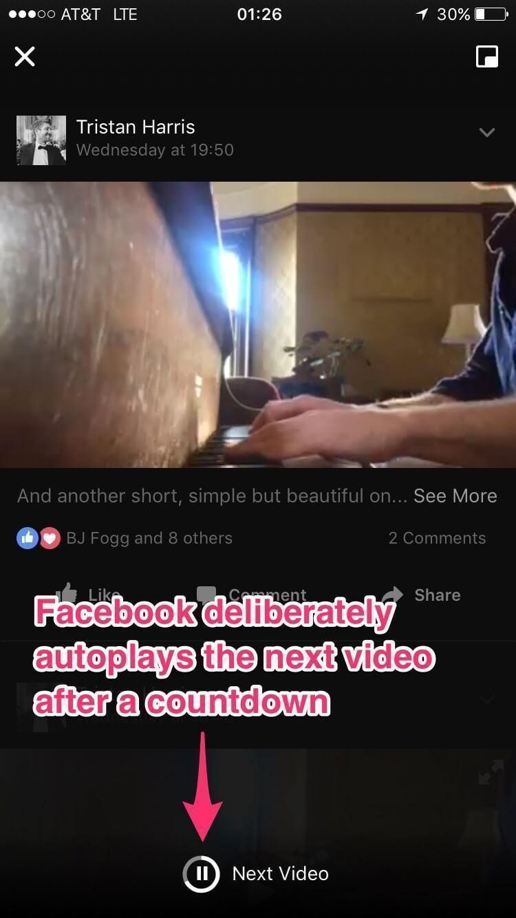 Tela de vídeos no Facebook com autoplay ativado.