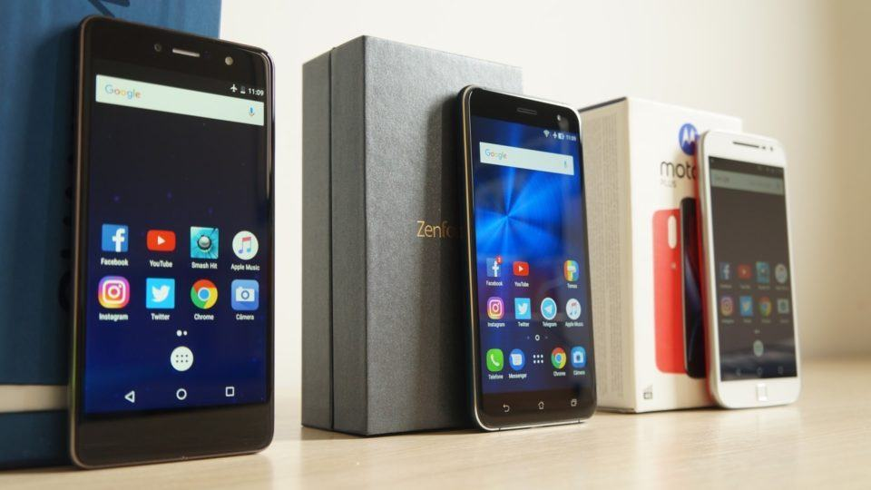 Quantum Fly, Zenfone 3 e Moto G4 Plus enfileirados.