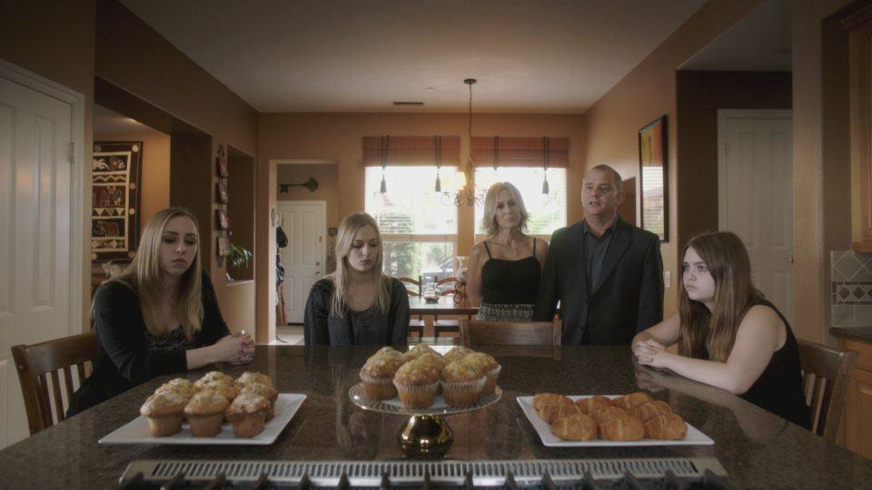 Família enlutada que aparece em Lo and Behold.