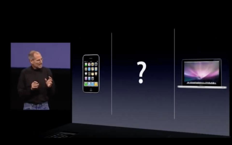 Steve Jobs apresenta o iPad ao mundo.