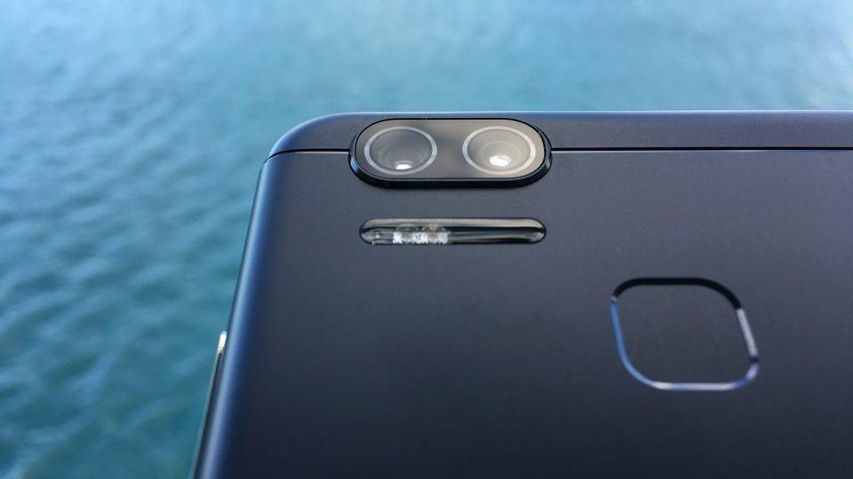 Lentes das câmeras do Zenfone 3 Zoom.