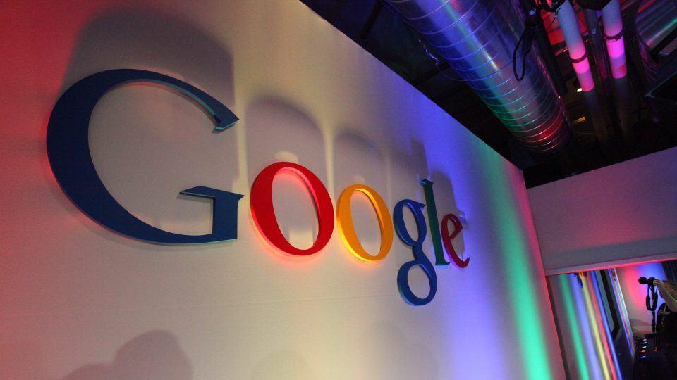 Logo do Google com sombras
