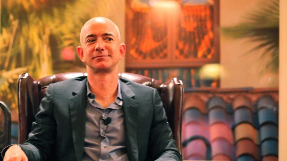 Foto de Jeff Bezos, fundador e CEO da Amazon.