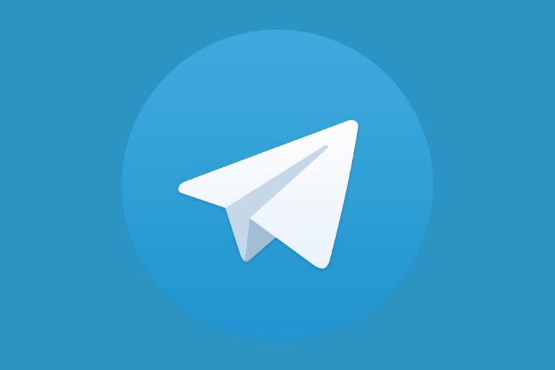Logo do Telegram contra fundo azul.
