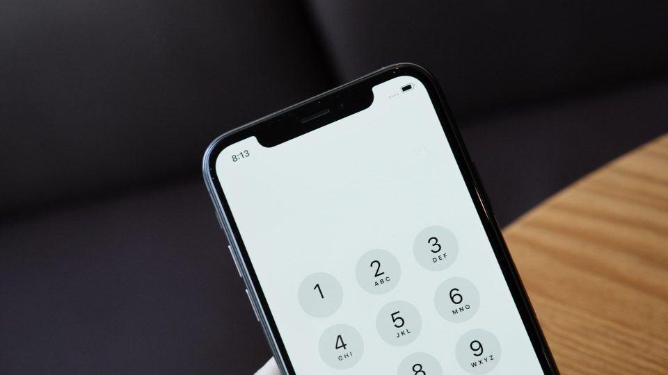 Detalhe no entalhe do iPhone X.