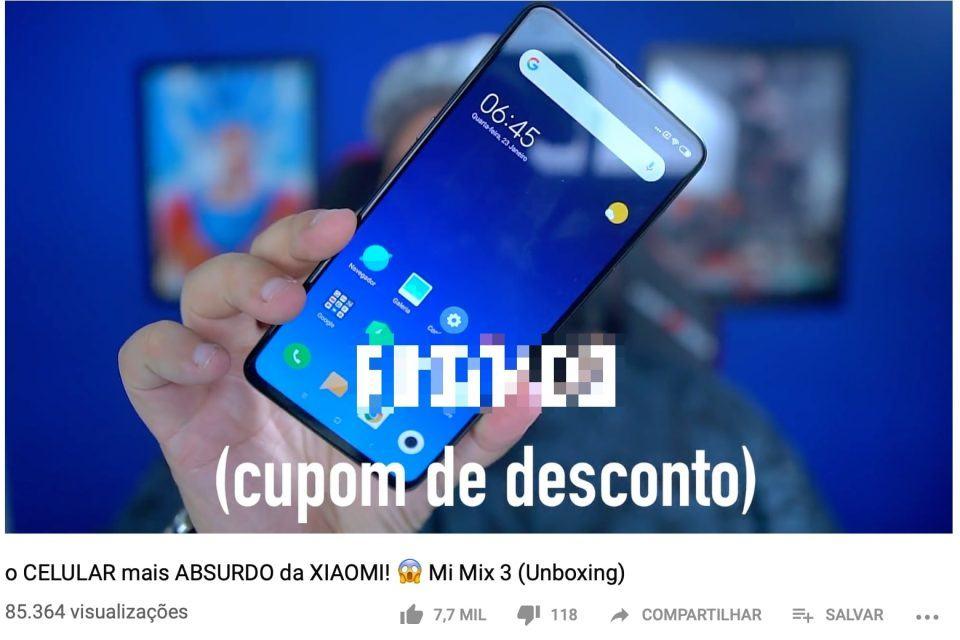 Print de vídeo do YouTube exibindo cupom de loja irregular brasileira oferecido por um youtuber.