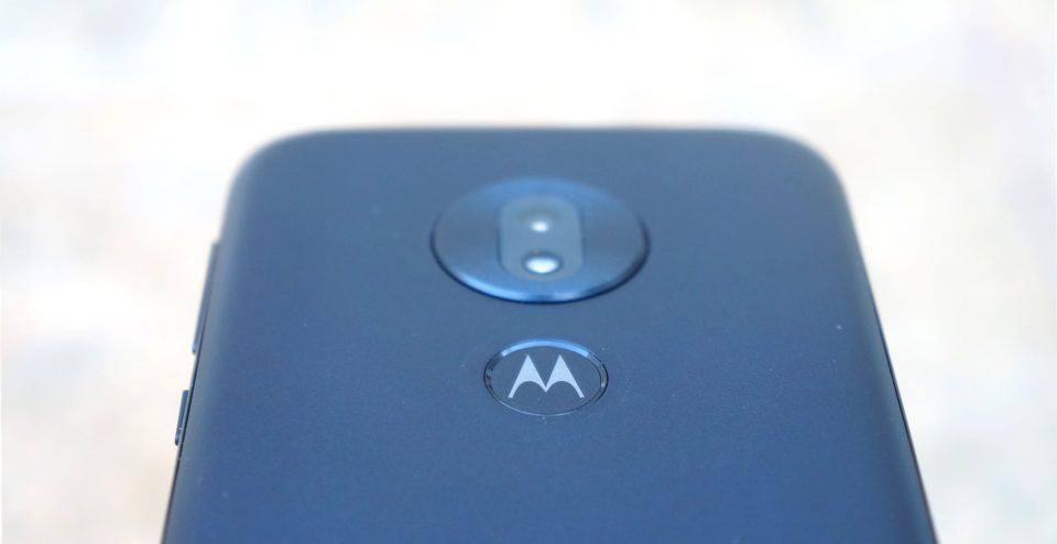 Detalhe da câmera do Moto G7 Play.