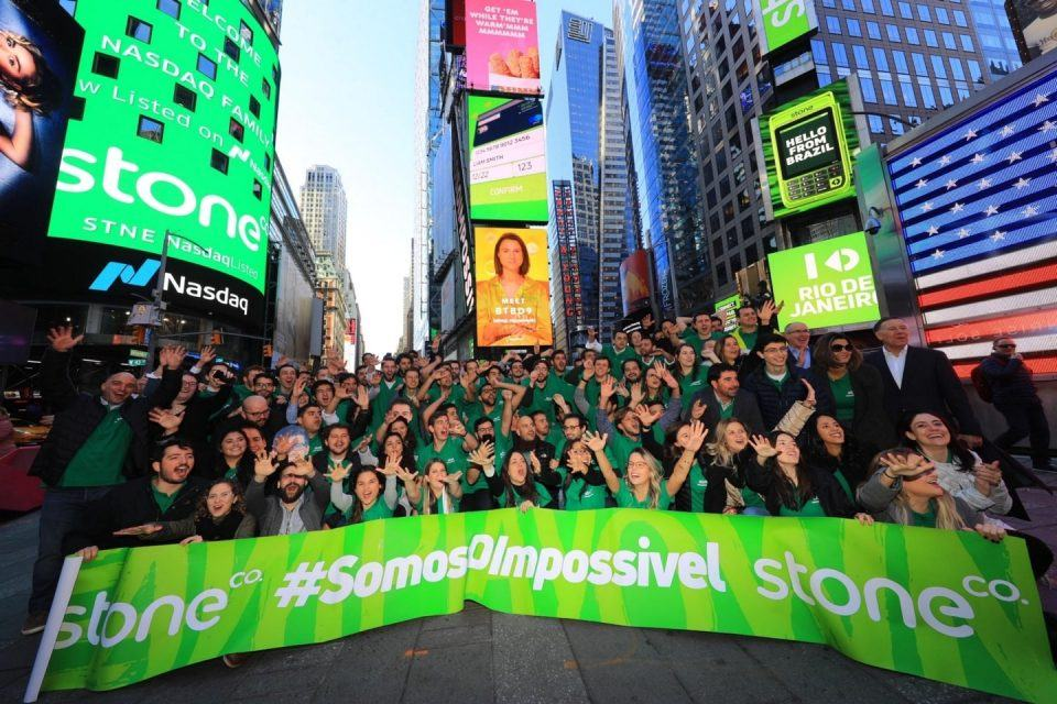 Equipe da Stone comemora o IPO da empresa na Times Square, em Nova York.