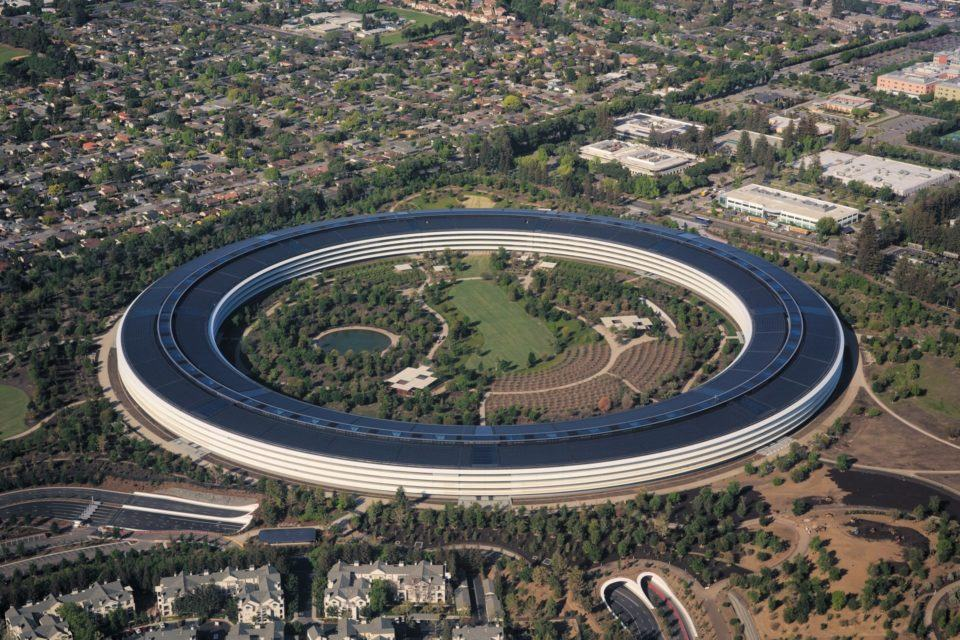 Vista aérea do Apple Park.