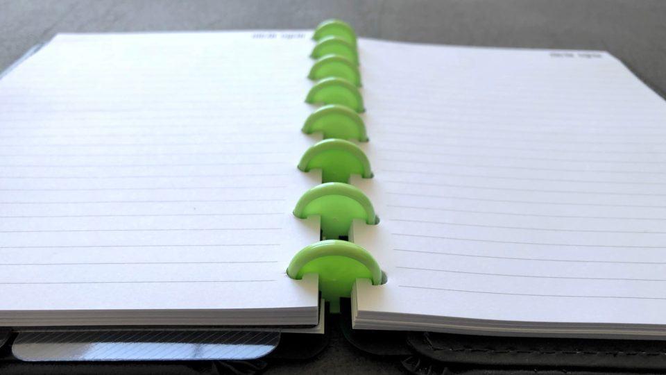 Detalhe dos discos do caderno inteligente.