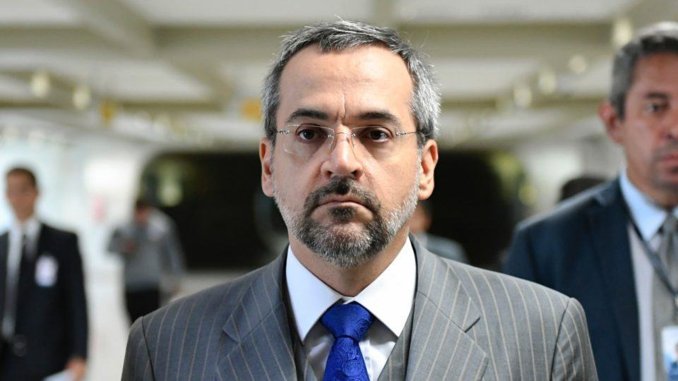 Foto de rosto do ministro Weintraub.
