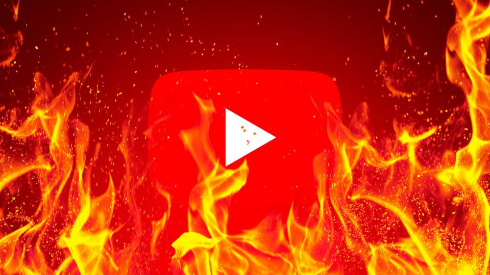 Ícone do YouTube em meio a chamas.