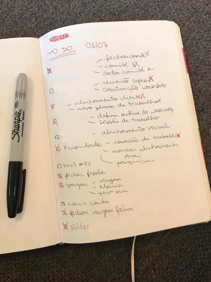 Foto da lista de tarefas, em papel, da Beatriz.