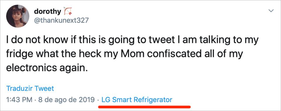 """Tweet: """"Não sei se isto vai tweetar estou falando com minha geladeira mas que droga minha mãe confiscou todos os meus eletrônicos de novo""""."""