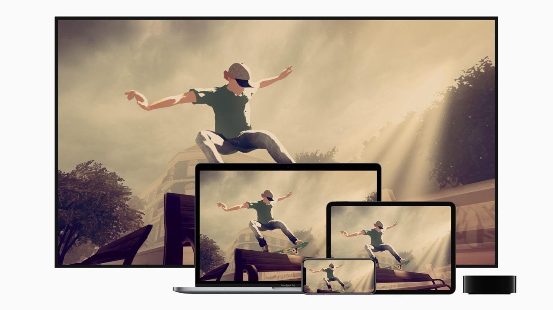 """Jogo """"Skate City"""", do Apple Arcade, exibido em várias telas de dispositivos da Apple."""
