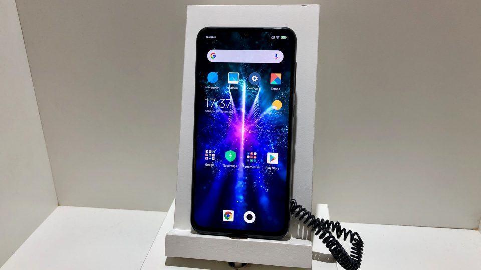 Detalhe do celular Mi 9 SE, da Xiaomi.