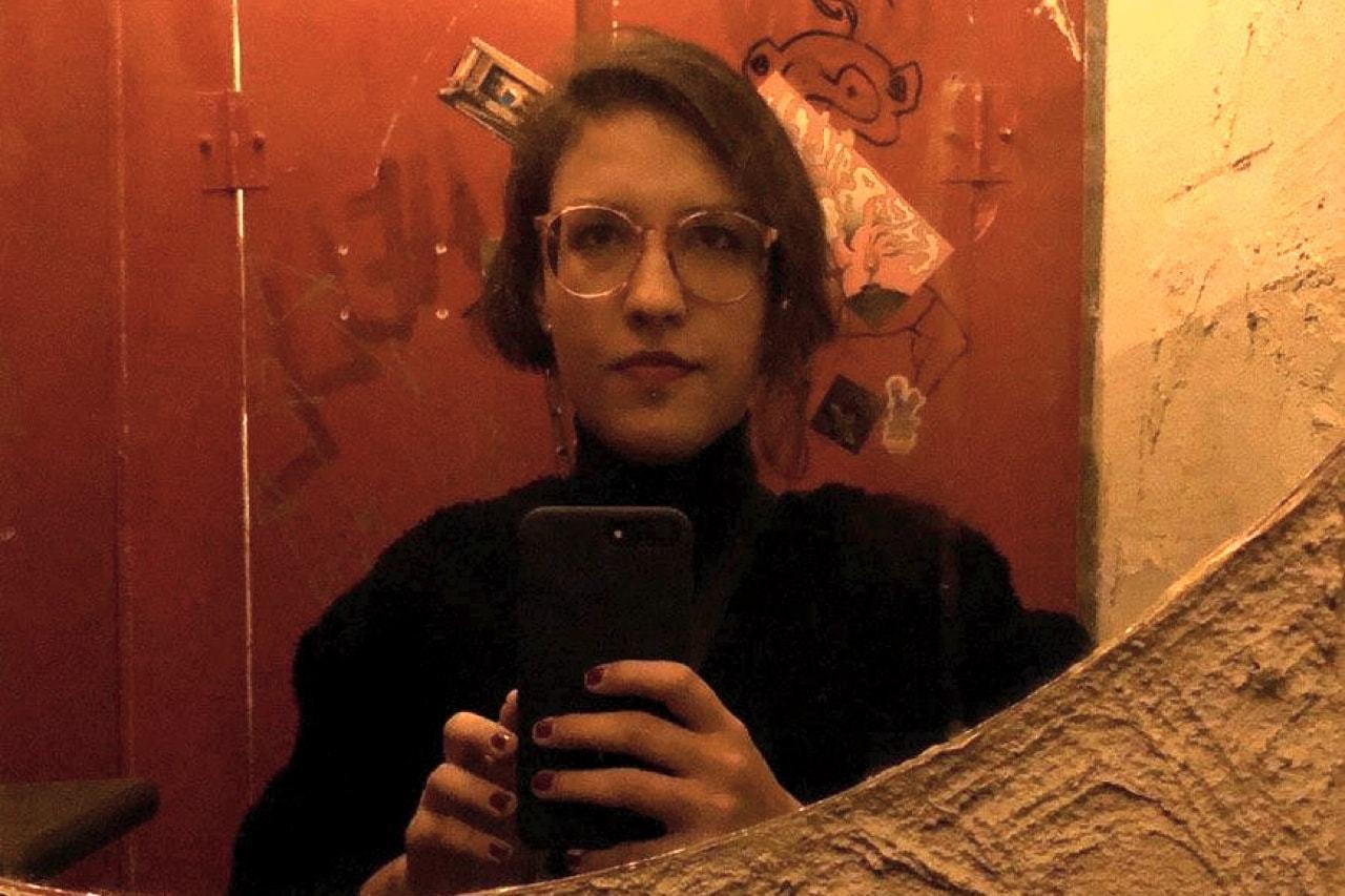 Foto no espelho de Débora Machado.