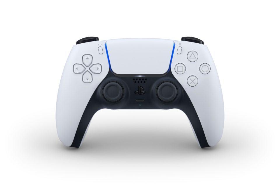 Foto frontal do DualSense, controle do PlayStation 5.