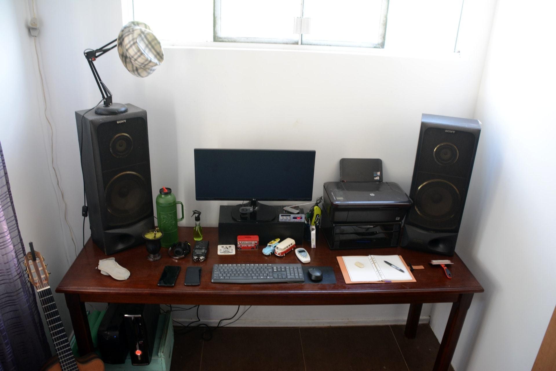 O escritório em casa de Rafael Goulart