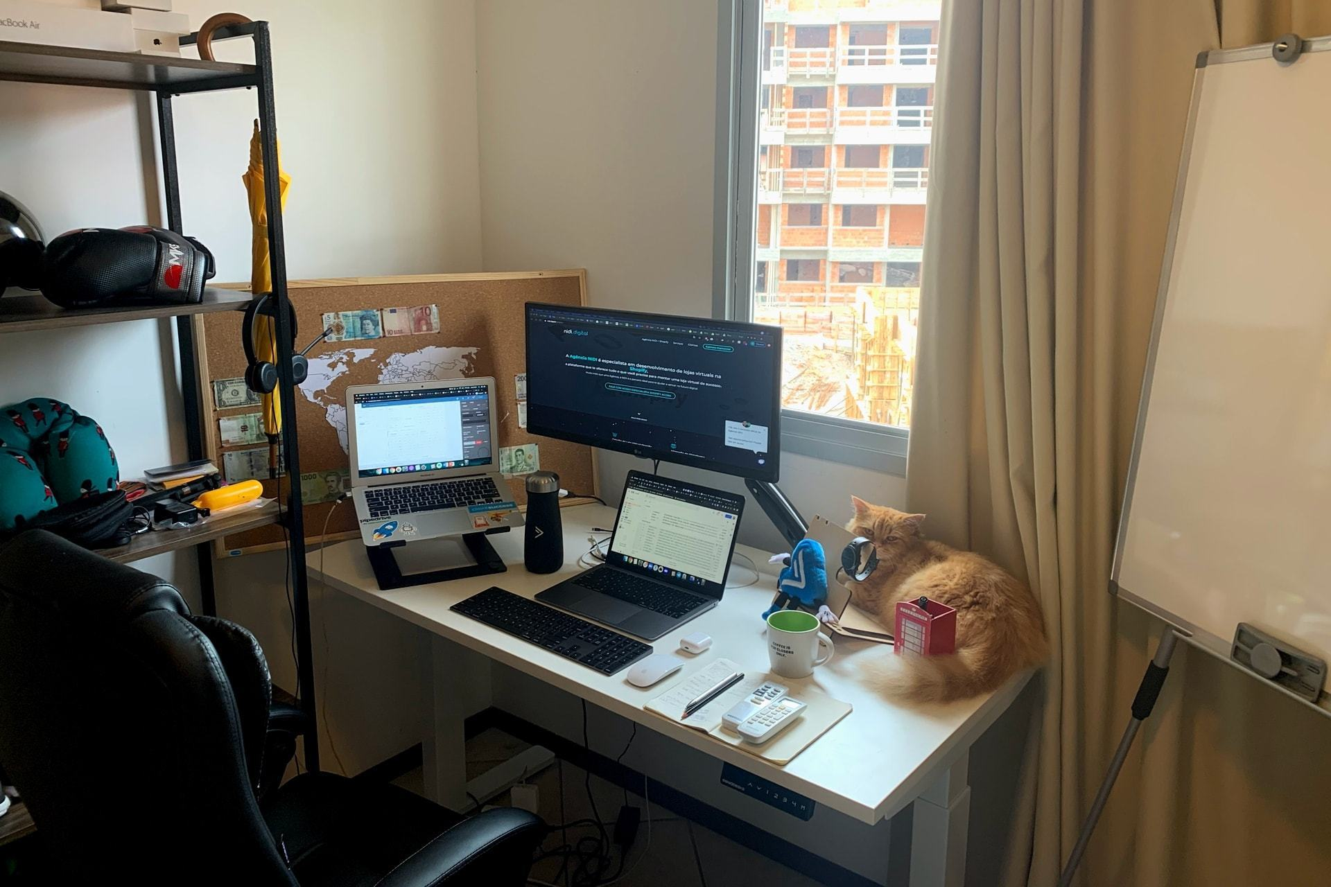 O escritório em casa do executivo de novos negócios Vinnie Rodrigues
