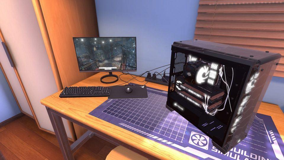 Quadro do jogo PC Building Simulator mostrando um computador sobre uma mesa, com monitor, teclado e mouse.