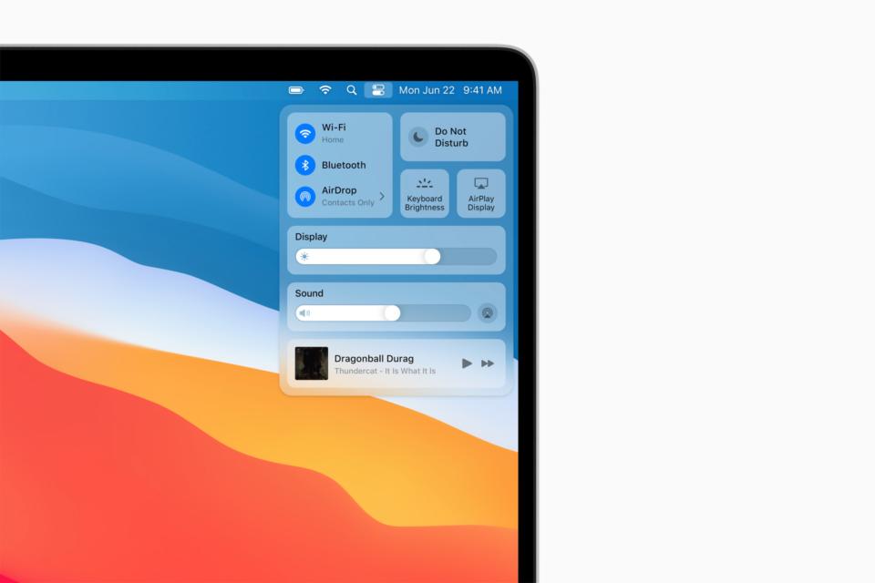 Tela de um MacBook rodando o macOS Big Sur com foco na Central de Controle.