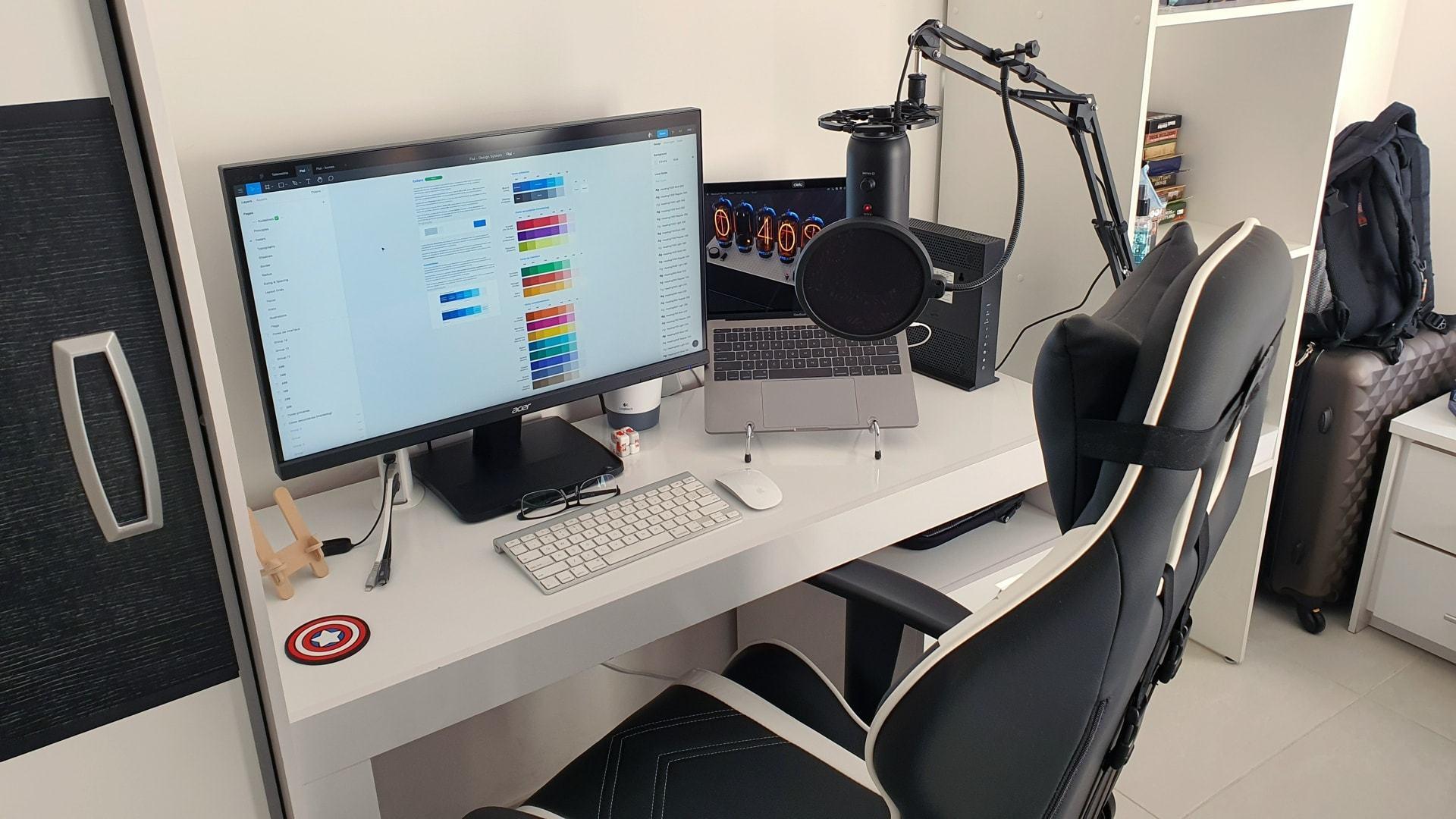 O escritório em casa do designer Ilton Alberto Junior