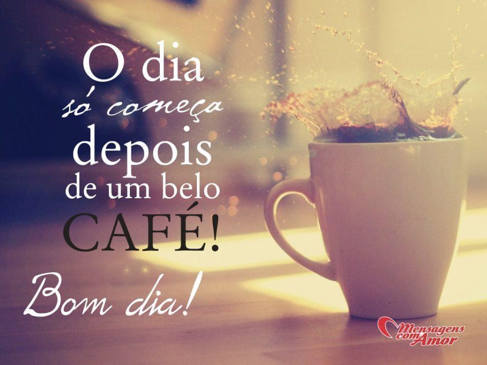"""Foto de uma xícara de café com a mensagem, à esquerda: """"O dia só começa depois de um belo café! Bom dia!"""""""