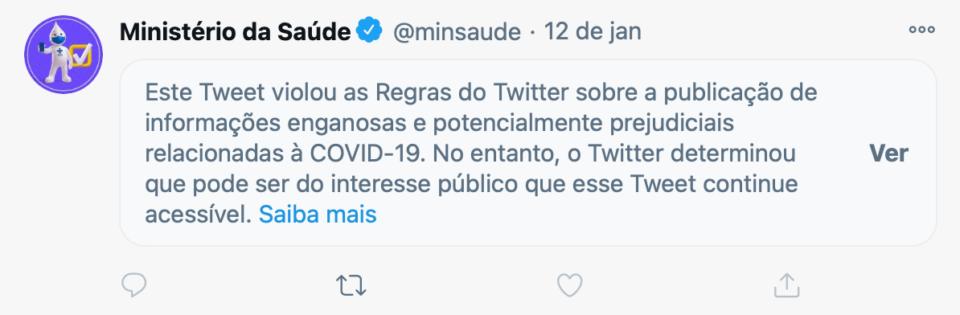 Print do post do Ministério da Saúde, no Twitter, com o rótulo que oculta seu conteúdo e informa o motivo (desinformação relacionada à COVID-19).